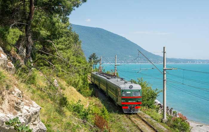 Поезд «Сочи» возобновляет движение по побережью Черного моря