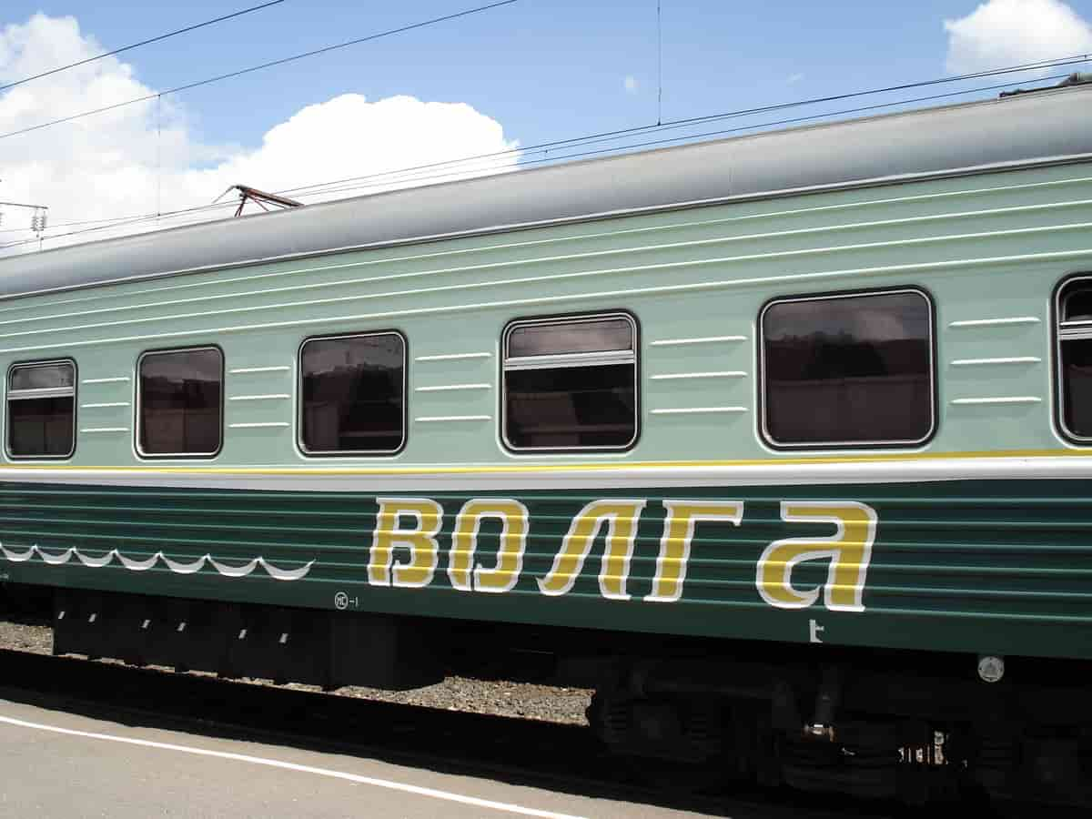 Фирменный поезд Волга