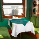 Поезд «Невский экспресс»: интерьер вагона ресторана