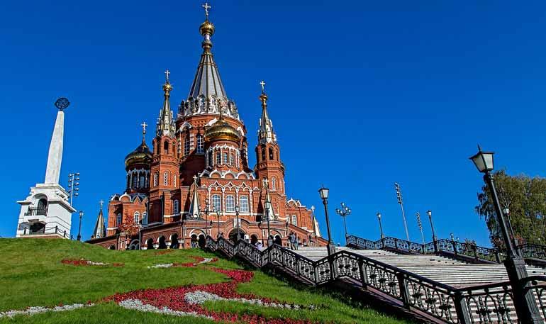 Свято-Михайловский собор в городе Ижевске