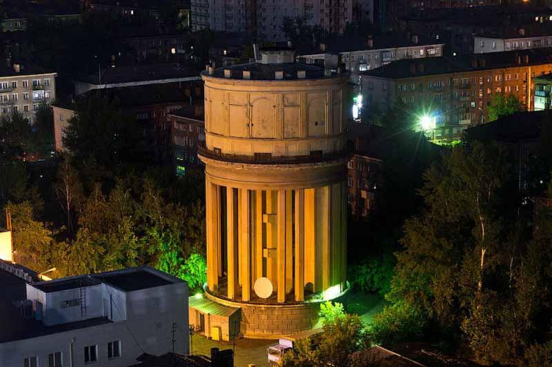 Водонапорная башня в Новосибирске на площади Маркса